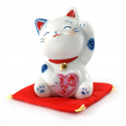 Japanese manekineko lucky cat in ceramic for love