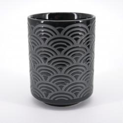 tasse noire motifs vagues japonaises argent SEIGAIHA KURO