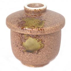 tasse marron à thé avec couvercle en céramique