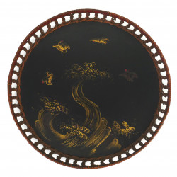 Small round lacquer tray, decorated with a wave, braided border, Japan - Late 19th century