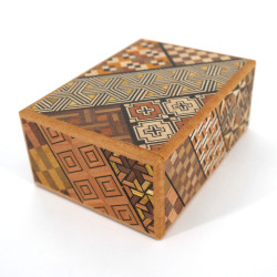 Hakone Yosegi Traditional Marquetry Secret Box, 4 steps
