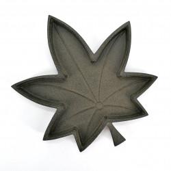 Small Japanese cast iron saucer, MEIPURU, maple leaf