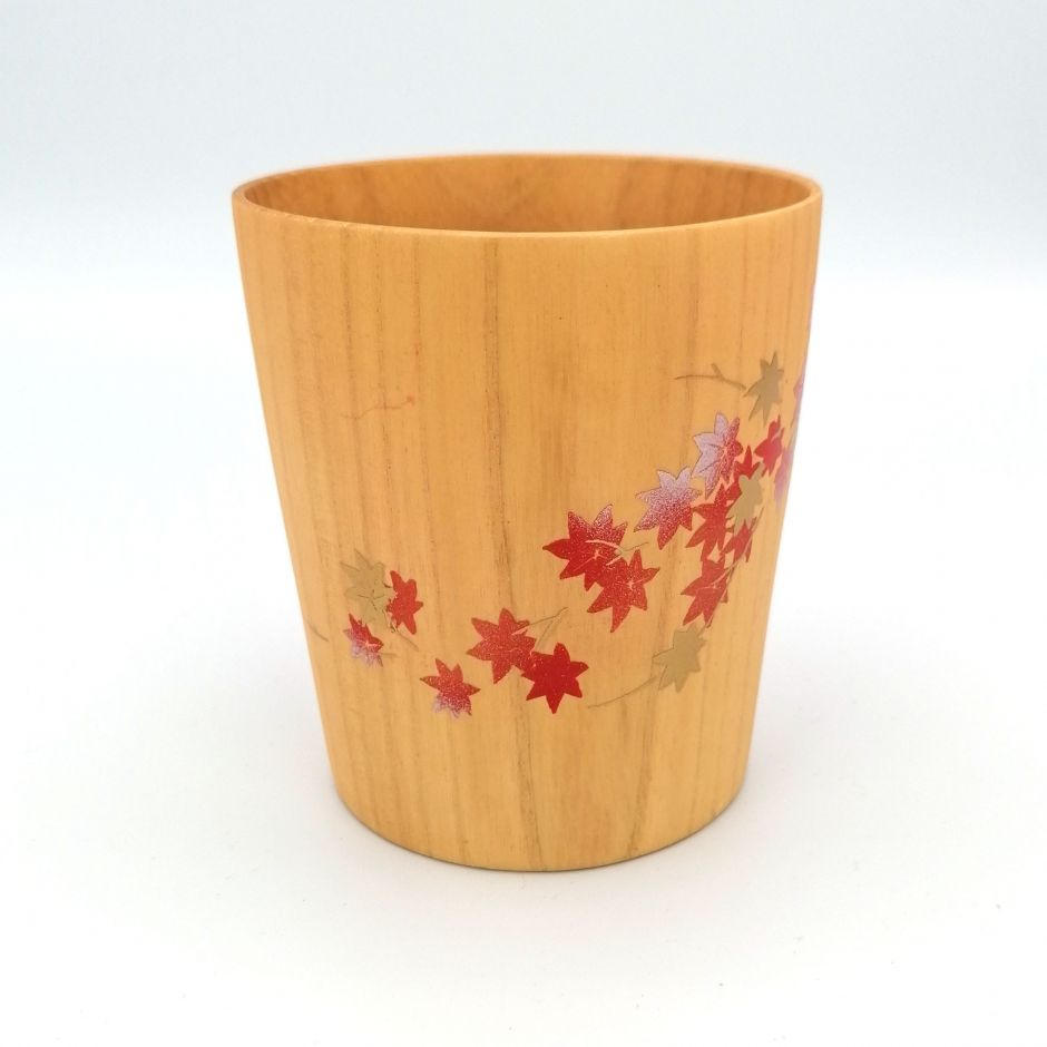 Japanese tea cup in natsume wood with gold and silver lacquered maple leaves, MAKIE SAKURA