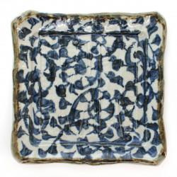 kleiner quadratischer japanischer Teller mit blauen Mustern und gebogenen Winkeln TAKO-KARAKUSA
