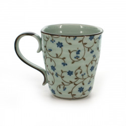 tasse traditionnelle japonaise avec motifs de fleurs bleues SABI KARAKUSA AOI