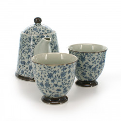 teapot and two teacups set with blue flower patterns white KOZOME SUÎTO