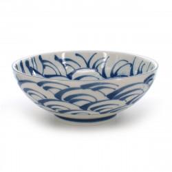 grand bol de nouilles râmen traditionnel japonais avec motifs vagues bleues couleur blanc en céramique SEIGAIHA